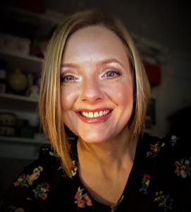 Dr Maggie  Ellis